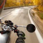 ¿Cubre el seguro a los niños que van como acompañantes en una moto?